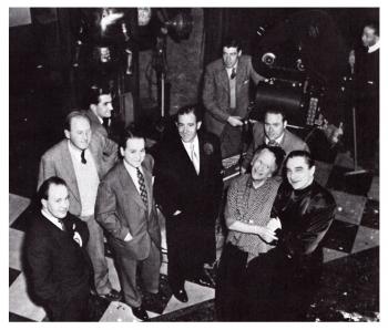 """Артур Лакен, Бела Лугоши и остальная команда на съемках фильма """"Старуха Райли встречает вампира"""""""